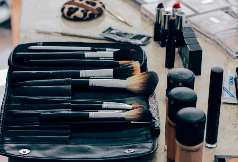 make-makeup-makeup-brush